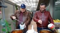 """Стойо Вартоломеев първи раздаде """"Топъл обяд"""" заедно с доц. д-р Невен Енчев за 2018-а"""