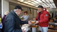 """Известният художник и галерист Ангел Гешев в кампания """"Топъл обяд"""""""