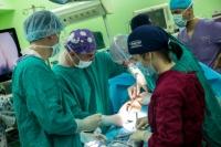 Екипът на д-р Васил Ангелов оперира безкръвно рядък вид херния