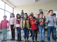 """64 деца от бежанския лагер в квартал """"Враждебна"""" получиха подаръци от фондация """"Ориент България"""""""
