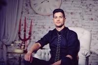 Новият Джъстин Бийбър пее фолклор за Морските Оскари в Приморско