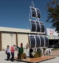 Соларна станция за мобилни устройства показват за първи път у нас на Международния технически панаир в Пловдив