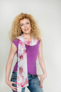 """Елегантен шал набира средства в кампанията  """"От любов към живота"""""""